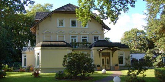 Fürstlich Wohnen auf Parkgrundstück direkt am Alsterlauf in Ohlsdorf